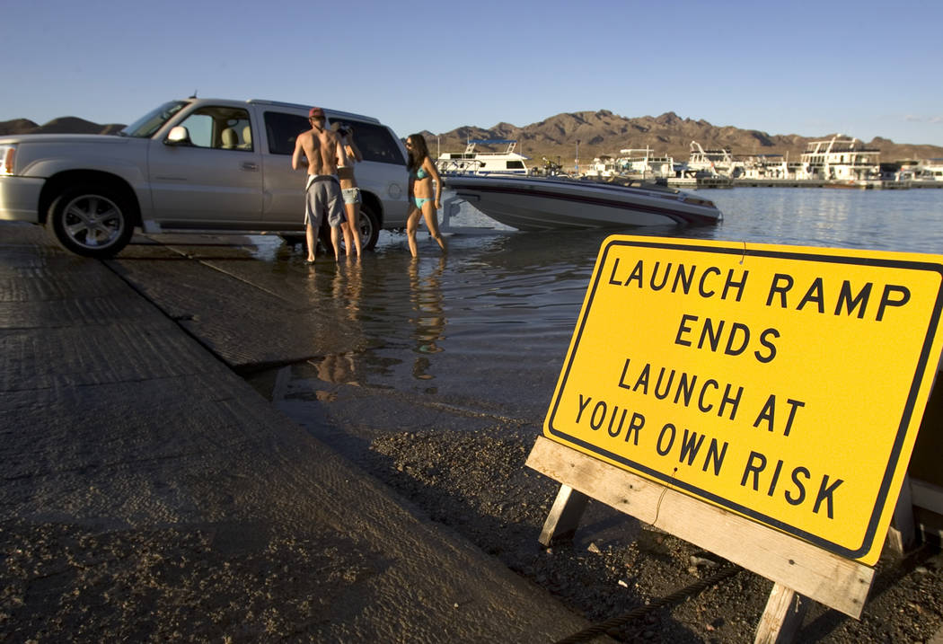 People retrieve their boat at the Callville Bay boat launch ramp at Lake Mead on Aug. 2, 2006. (K.M. Cannon/Las Vegas Review-Journal)
