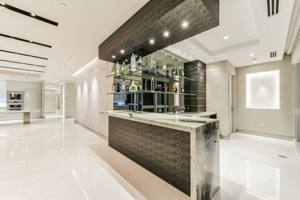 A bar in unit 4307 in Panorama Tower. (Realty One Group)