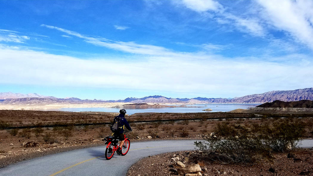 Lake Mead is in clear view by the time riders reach the loop's halfway point. (Natalie Burt)