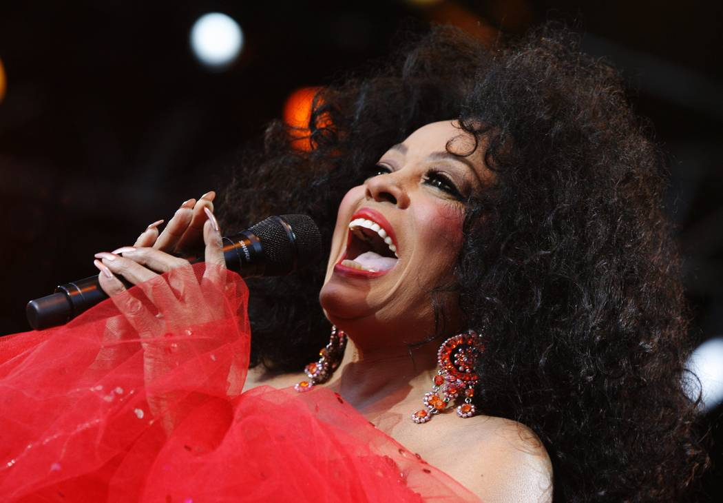 """US Pop and Soul singer Diana Ross performs during her concert at the """"Live at Sunset"""" festival in Zurich, Switzerland, Wednesday, July 9, 2008. (AP Photo/Keystone/Steffen Schmidt)"""