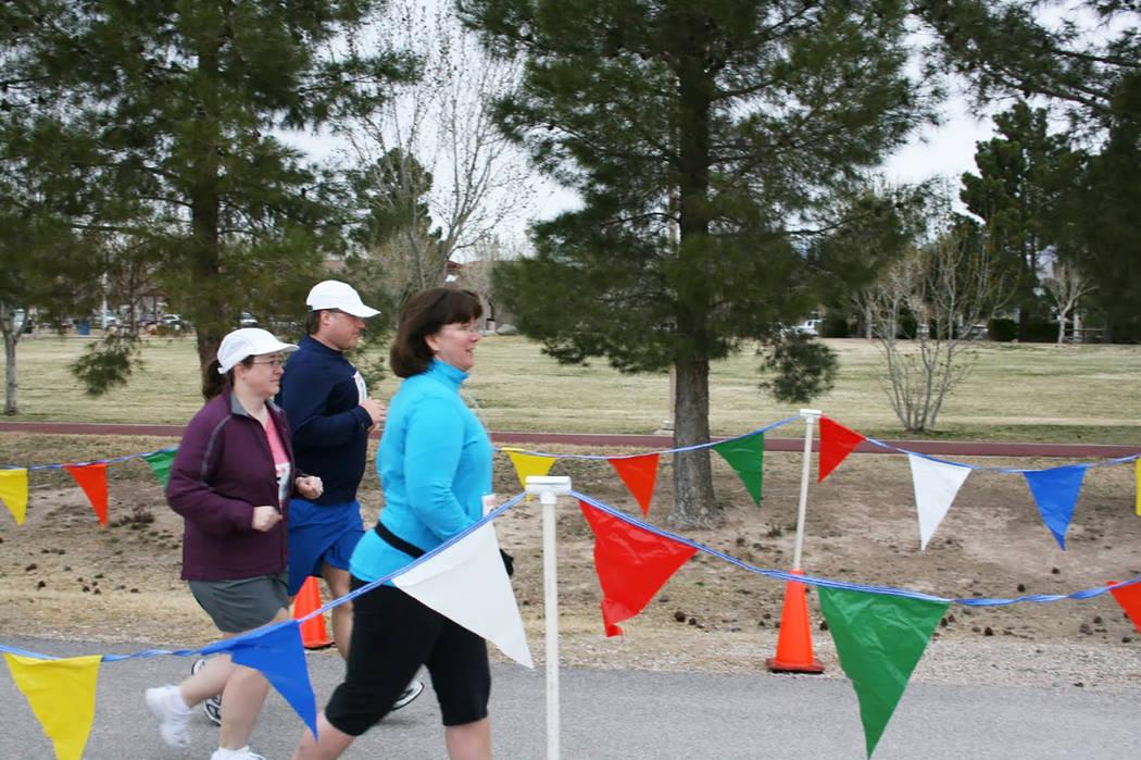 Participants compete at the 2010 Las Vegas Fat Boy 5k/1-mile fun run. (Tim Kelly/Las Vegas Track Club)