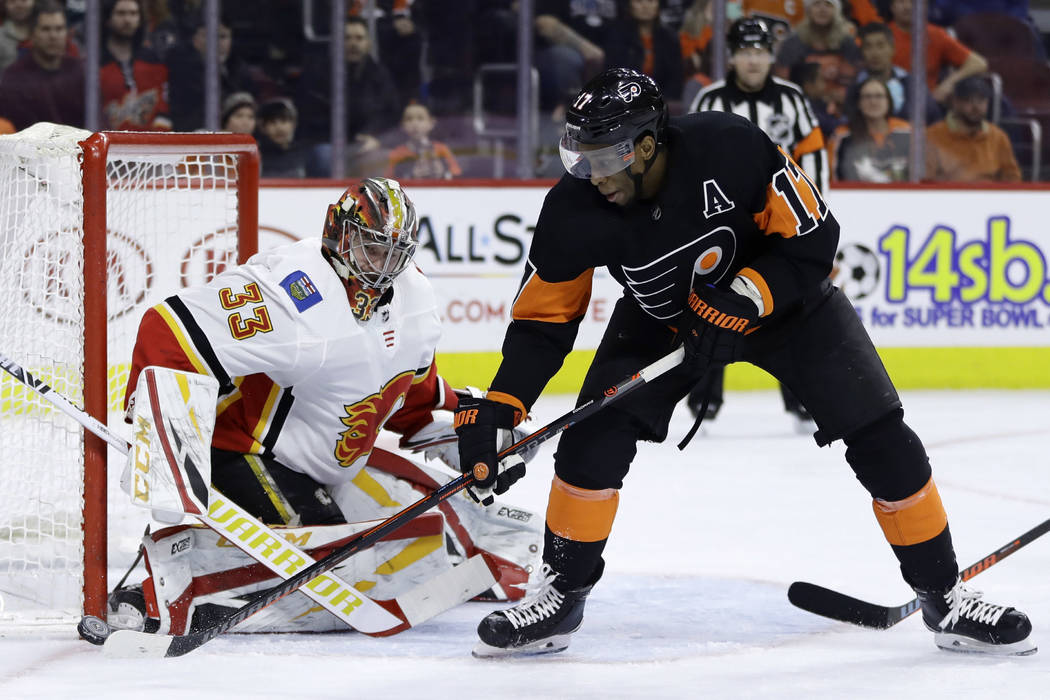 Philadelphia Flyers' Wayne Simmonds (17) tries to score a goal against Calgary Flames' David Rittich (33) during the second period of an NHL hockey game, Saturday, Jan. 5, 2019, in Philadelphia. ( ...