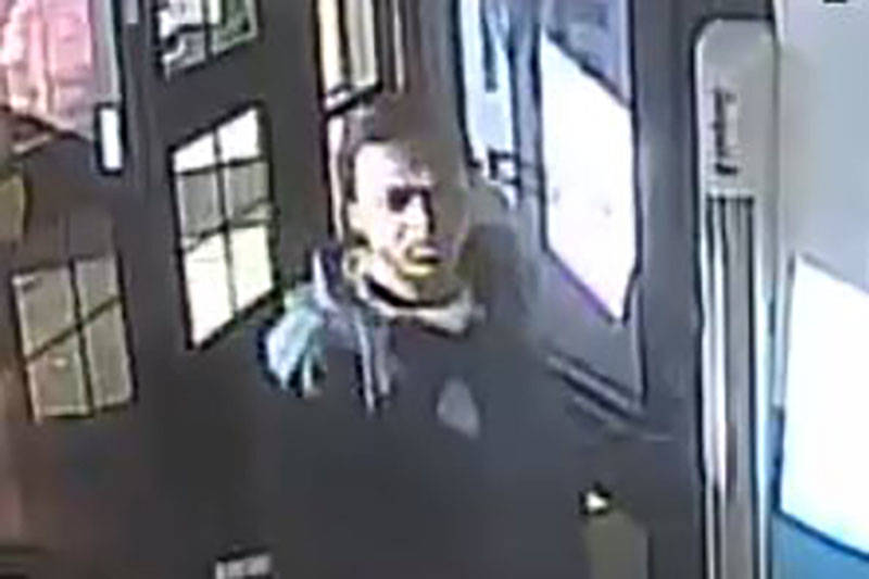 Las Vegas police are looking for a man suspected of robbing a business on the 4800 block of Boulder Highway. (Las Vegas Metropolitan Police Department)