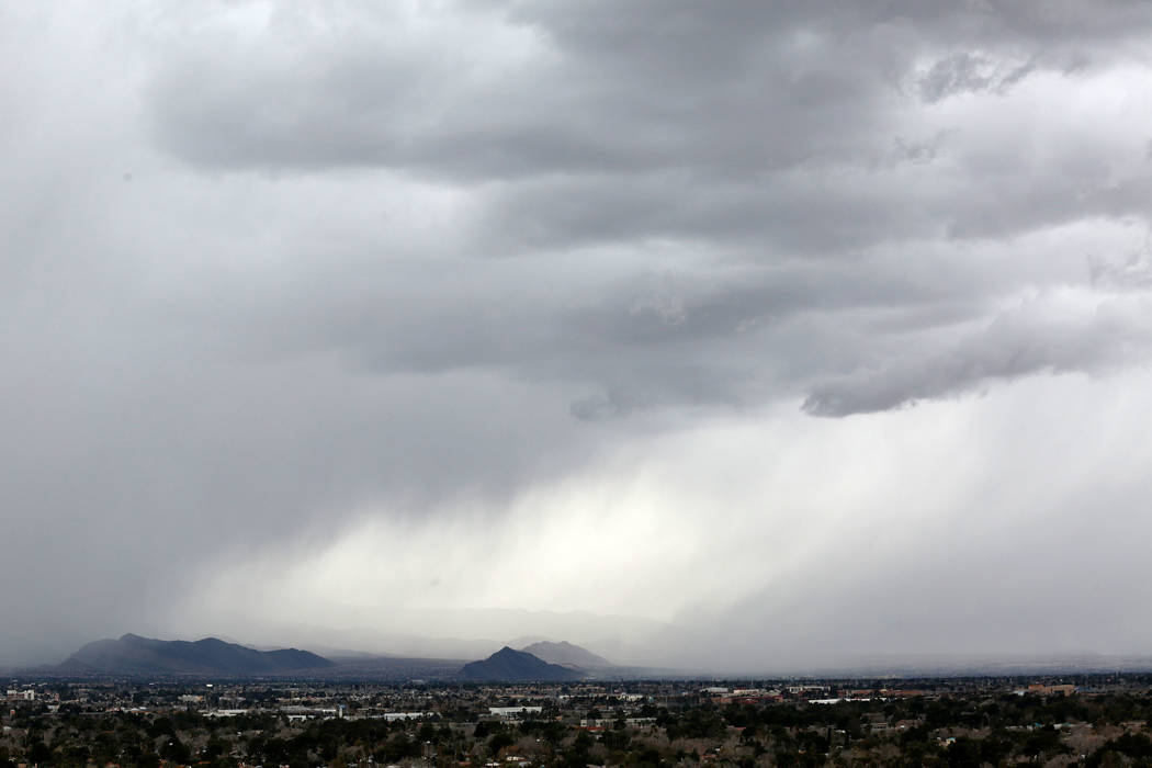 Dark cloud sweeps over the Las Vegas Valley, Sunday, Feb. 17, 2019. (Chitose Suzuki / Las Vegas Review-Journal) @chitosephoto