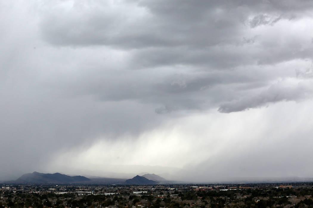 Dark cloud sweeps over the Las Vegas Valley, Sunday, Feb. 17, 2019. (Chitose Suzuki / Las Vegas Review-Journal) @chitosephoto