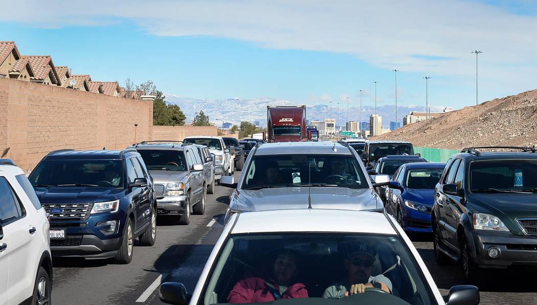 Traffic builds up on the southbound Interstate 15 in Las Vegas, Monday, Feb. 18, 2019. (Caroline Brehman/Las Vegas Review-Journal) @carolinebrehman
