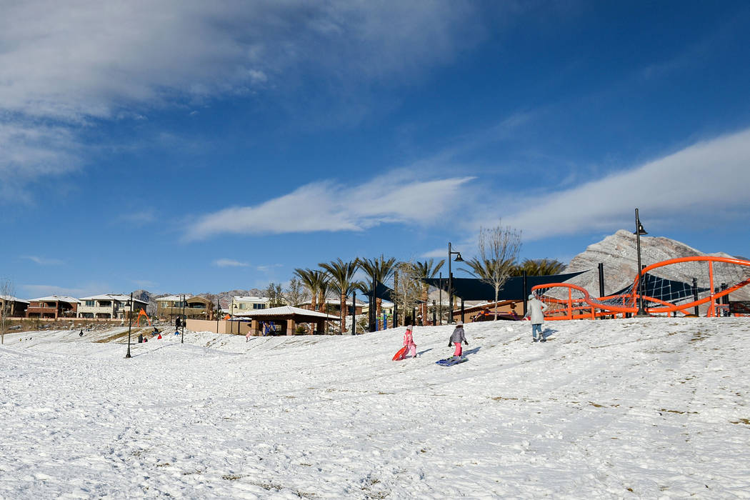 Families and dog walkers come out to enjoy a snow-covered Fox Hill Park in the Summerlin area of Las Vegas, Monday, Feb. 18, 2019. (Caroline Brehman/Las Vegas Review-Journal) @carolinebrehman