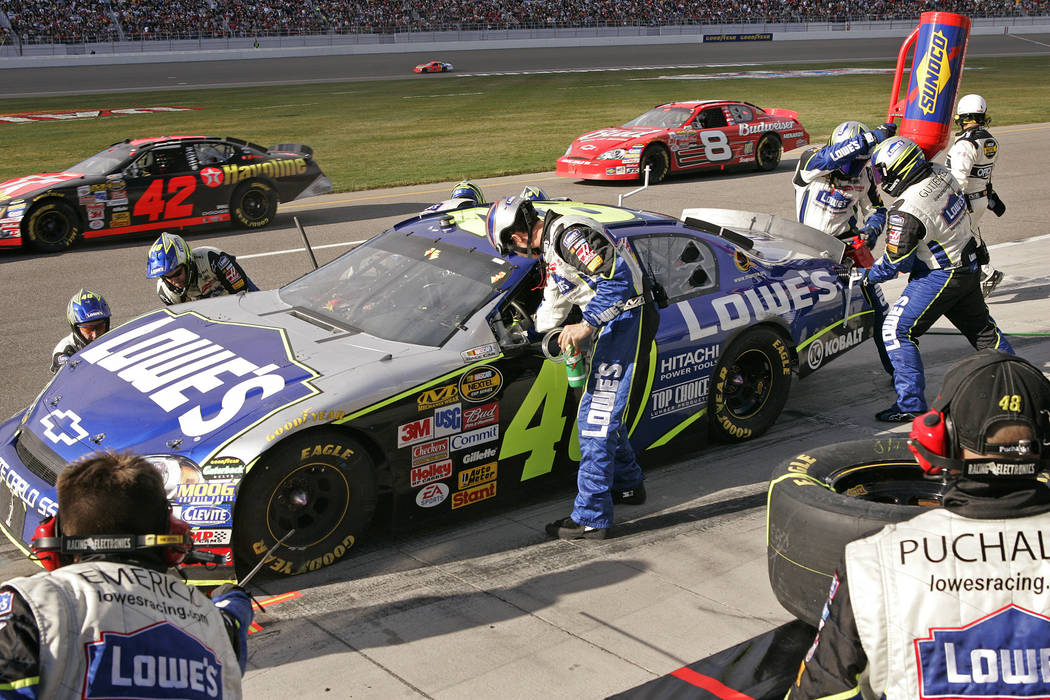 RJ FILE*** SPORTS - Jimmie Johnson makes a pit stop during the NASCAR Nextel Cup Series UAW-DaimlerChrysler 400 at Las Vegas Motor Speedway Sunday, March 12, 2006. Johnson went on to win the race. ...