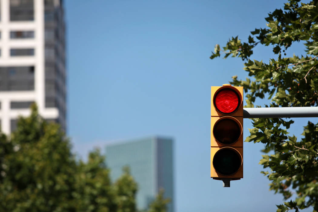 Motorists who take the risk of running red lights in Nevada may soon pay the price thanks to technology. (Thinkstock)
