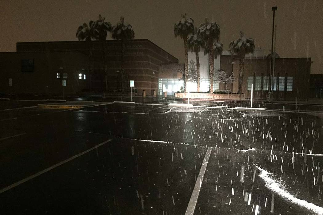 Snow falls outside Ober Elementary School around 2 a.m. Thursday, Feb. 210, 2019. Clark County schools will be open on Thursday. (Dennis Rudner/Las Vegas Review-Journal)