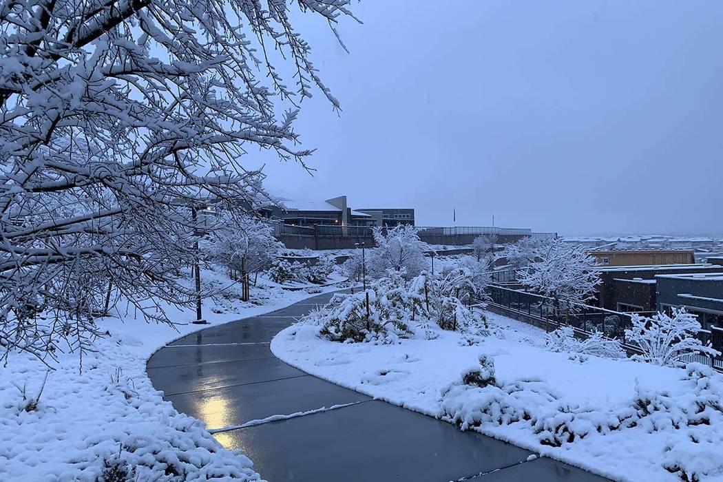 Snow is Summerlin in western Las Vegas on Thursday, Feb. 21, 2019. (Mat Luschek/Las Vegas Review-Journal)