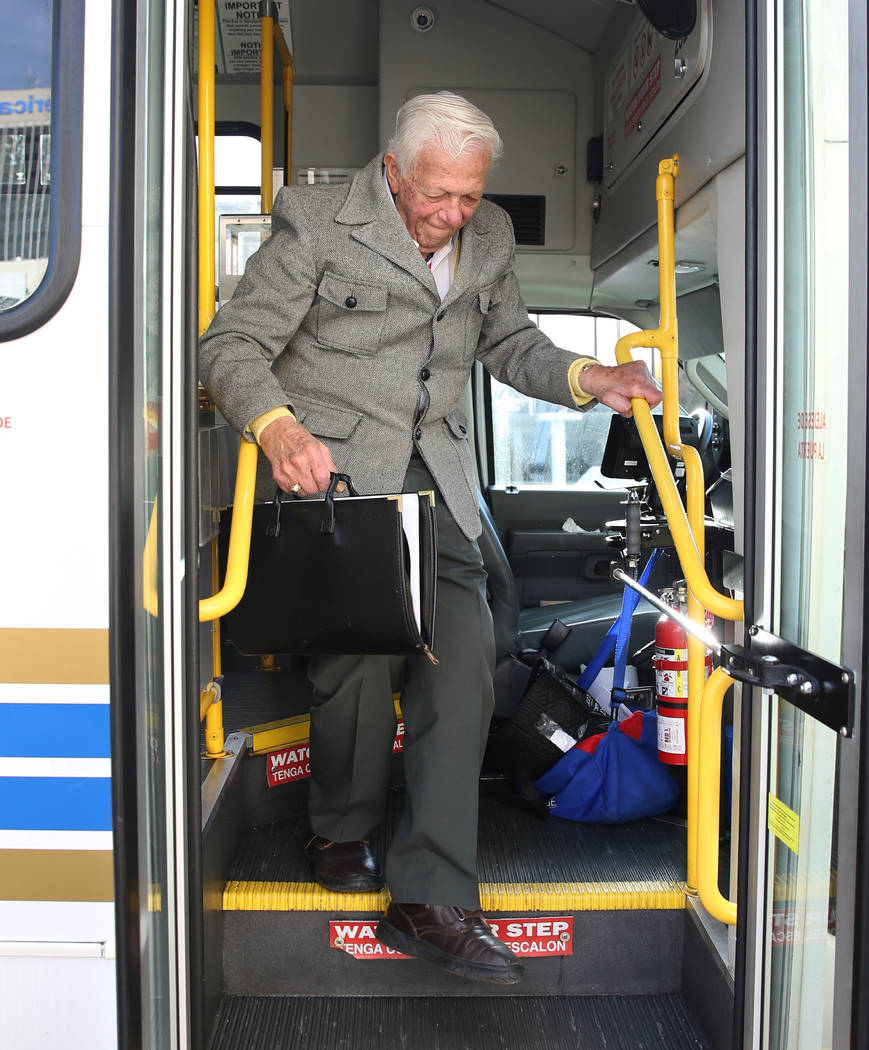 Dr. S. Jay Hazan, 94, a World War II Army veteran, gets off his shuttle as he arrives at the Lloyd George U.S. Courthouse house for his arraignment on Tuesday, Feb. 26, 2019, in Las Vegas. Hazan w ...