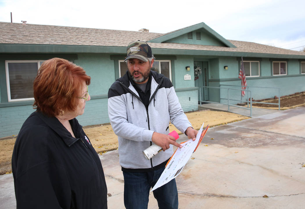 Jon Muirhead, of North West Landscape Design, discusses with home owner Mary Kiosowski Lewis about her turf replacement project on Monday, Dec. 10, 2018. Bizuayehu Tesfaye Las Vegas Review-Journal ...