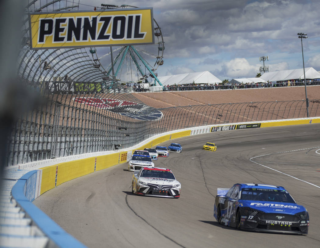 Ricky Stenhouse Jr. (17) leads a pack of racers during the Monster Energy NASCAR Cup Series Pennzoil 400 on Sunday, March 3, 2019, at Las Vegas Motor Speedway, in Las Vegas. (Benjamin Hager Review ...