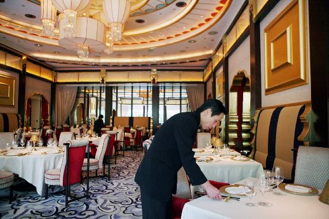 Server Roy Dong sets tables before the opening of Wing Lei at Wynn Las Vegas on the Las Vegas Strip. (Las Vegas Review-Journal)