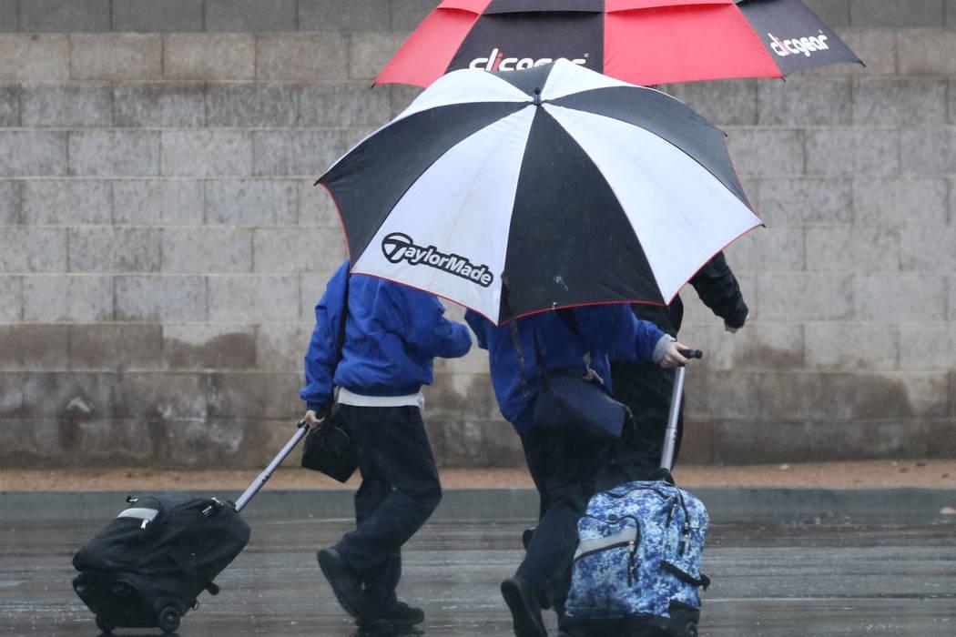 Pedestrians walk along Eastern Avenue during rainy morning commute on Thursday, Feb. 14, 2019, in North Las Vegas. (Bizuayehu Tesfaye/Las Vegas Review-Journal) @bizutesfaye