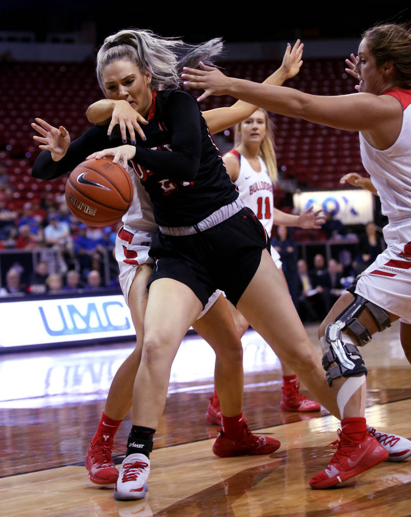 UNLV Lady Rebels forward Katie Powell (21) battles for a loose ball against Fresno State Bulldogs forward Breanne Knishka (13) right, in the fourth quarter of their quarterfinal game in the Mounta ...