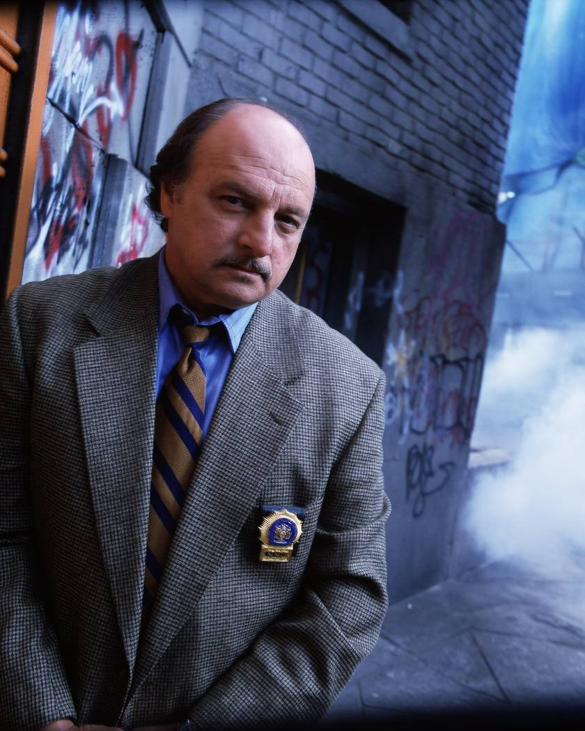 FILE*** NYPD Blue: Dennis Franz 64703 (10/23-4/00) NYPD BLUE - GALLERY DENNIS FRANZ Photographer: BOB DÕ AMICO
