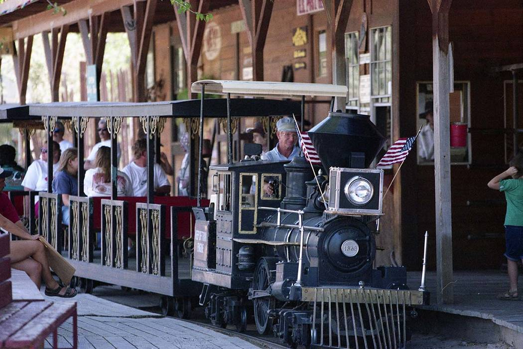 A train shuttles visitors for free from the parking lot to Bonnie Springs' Old Nevada town in August 1997. (Las Vegas Review-Journal file)