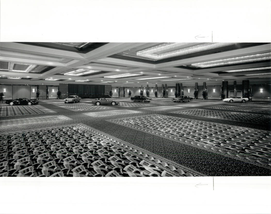 STARDUST HOTEL 1991 BALLOON IN STARDUST CONFERENCE CENTER (FILE PHOTO/LAS VEGAS REVIEW-JOURNAL)