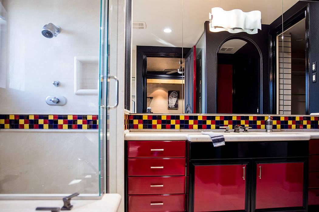 A secondary bath. (Tonya Harvey Real Estate Millions)