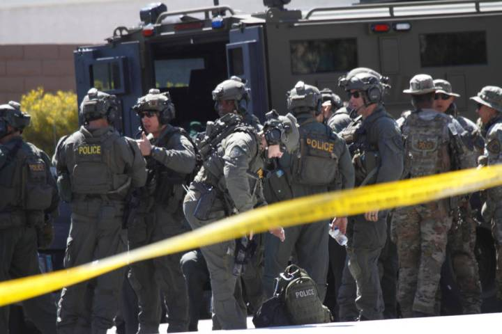 Metropolitan Police Department SWAT units are visible during a barricade situation near Grand Teton and Durango, Saturday, March 23, 2019. (Chitose Suzuki/Las Vegas Review Journal)