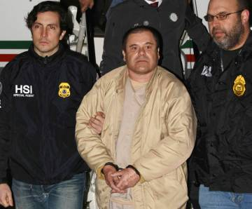 "Authorities escort Joaquin ""El Chapo"" Guzman, center, from a plane to a waiting caravan of SUVs on Jan. 19, 2017, at Long Island MacArthur Airport in Ronkonkoma, N.Y. (United States Drug Enforceme ..."