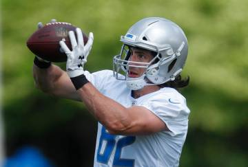 Detroit Lions tight end Luke Willson catches a pass during practice at the NFL football team's ...