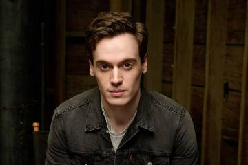 Erich Bergen (Warner Bros. Pictures International Publicity)