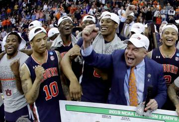Auburn head coach Bruce Pearl celebrates with his team after the Midwest Regional final game ag ...