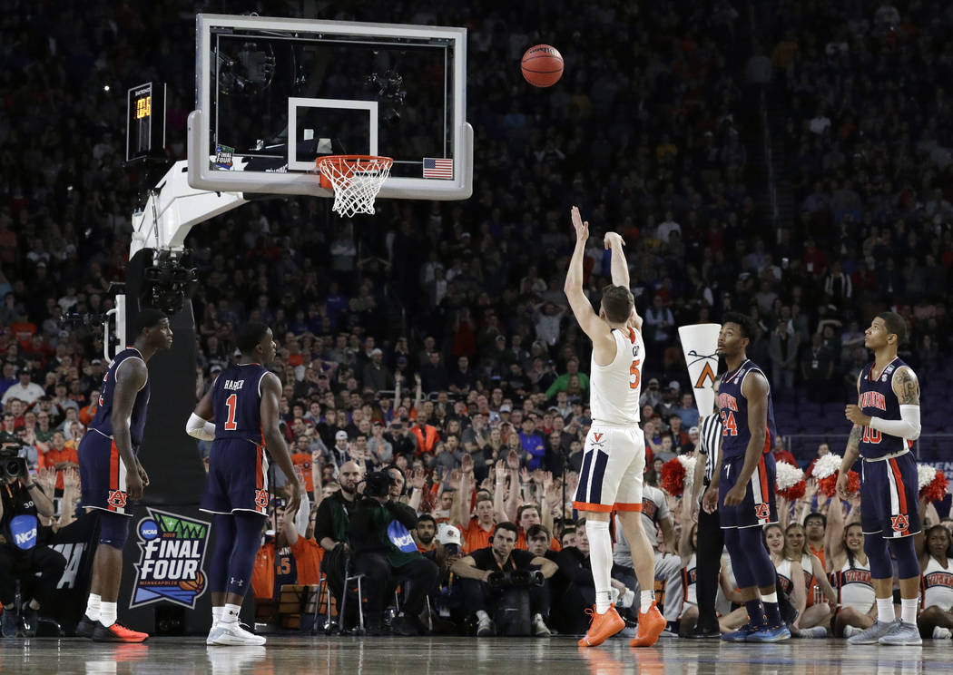 Virginia's Kyle Guy (5) shoots the last free throw to defeat Auburn 63-62 during the second hal ...