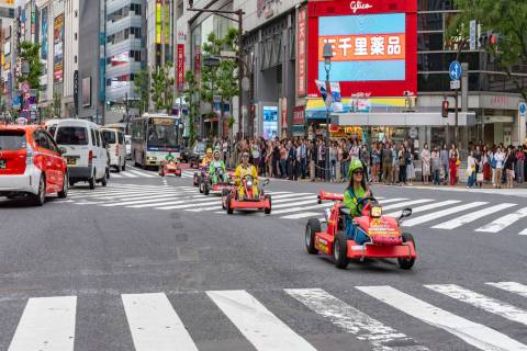 """Participants compete in a """"Mario Kart"""" race in Shibuya, Tokyo. (Getty Images_"""