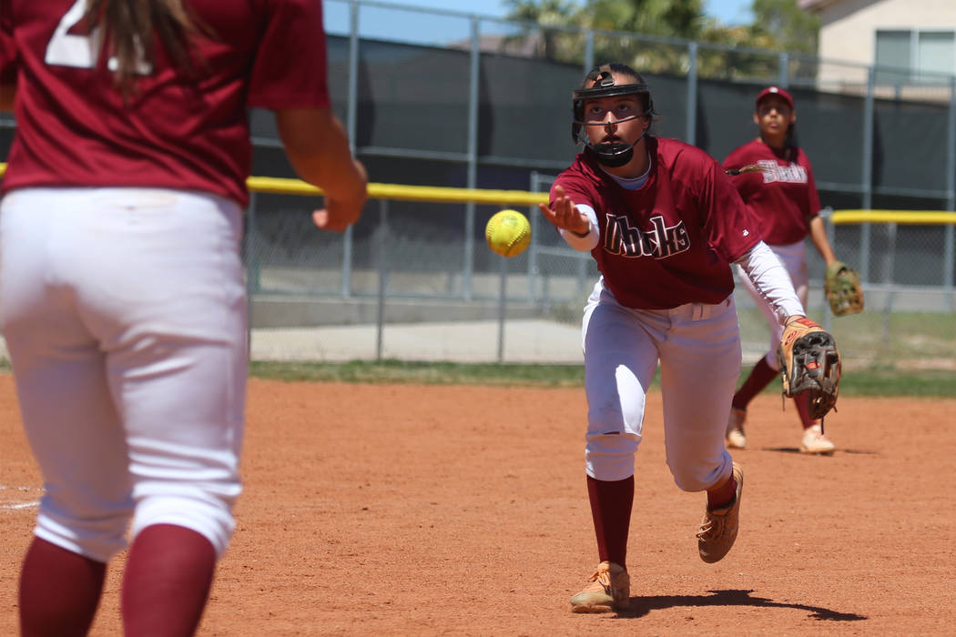 Desert Oasis Alexus Marquez (42) throws the ball to first basemen Meaghan McInerney (21) for an ...