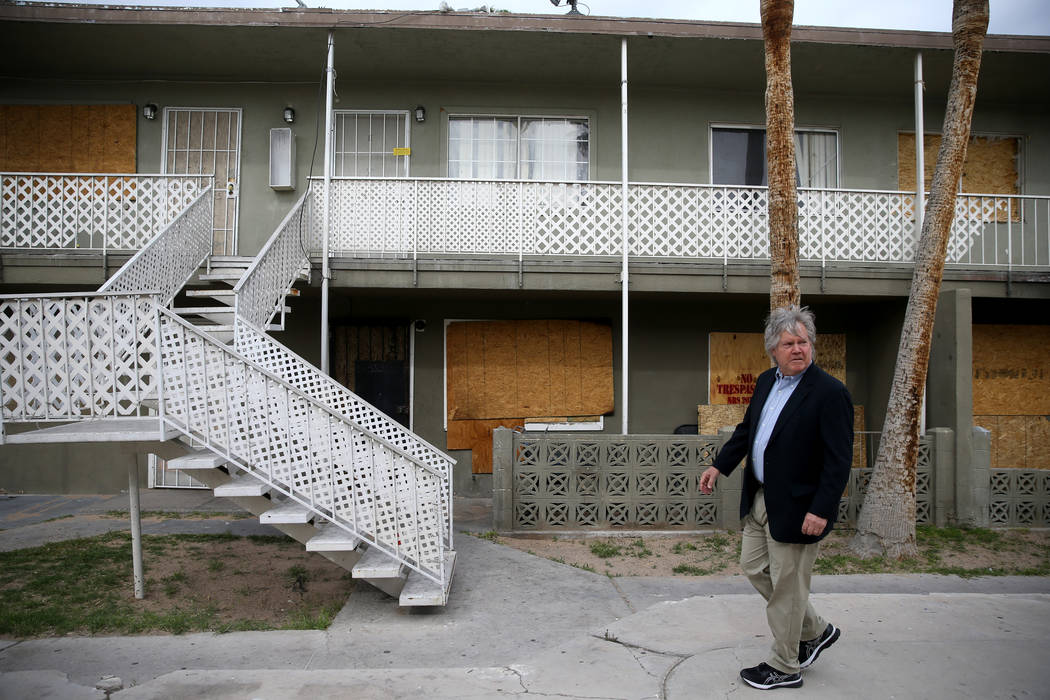 Clark County Commissioner Tick Segerblom checks out apartments on Calcaterra Circle in the Palo ...