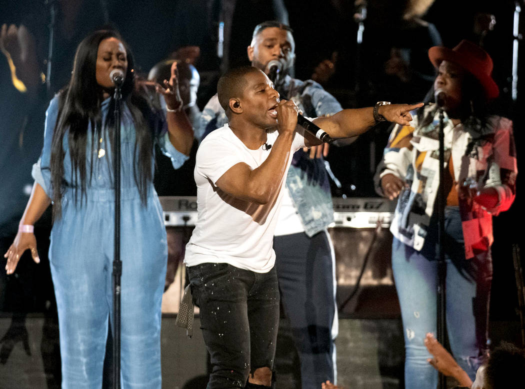 Crossover gospel star Kirk Franklin returned to host the Stellar Awards for the second year in ...