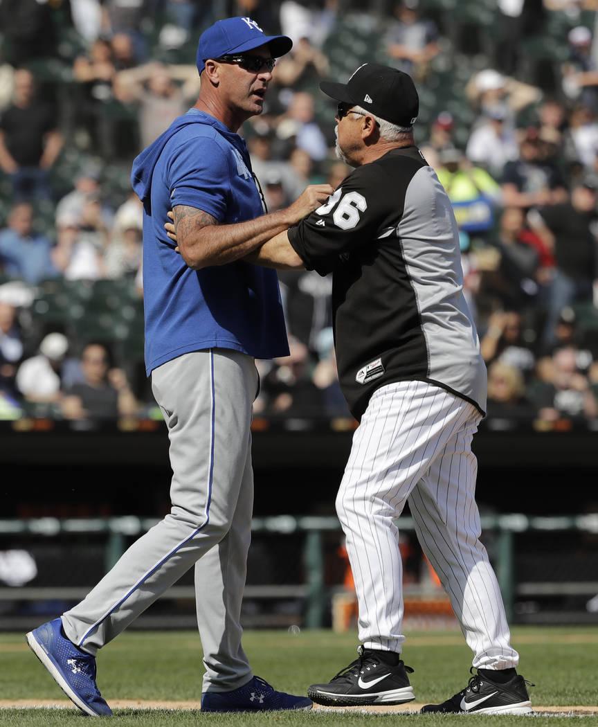 Kansas City Royals bench coach Dale Sveum, left, and Chicago White Sox manager Rick Renteria sh ...