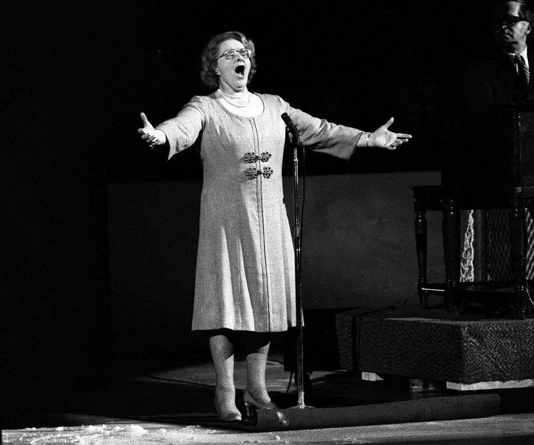 """Kate Smith sings """"God Bless America"""" before an NHL hockey Stanley Cup playoff game between the ..."""