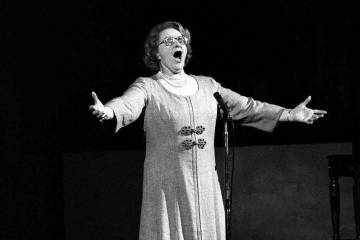 """Kate Smith sings """"God Bless America"""" on May 13, 1975, before an NHL hockey Stanley Cup playoff ..."""