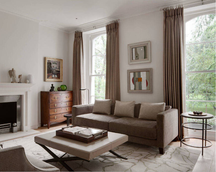 There are two different tables on each side of the sofa, one larger than the other. (Houzz)