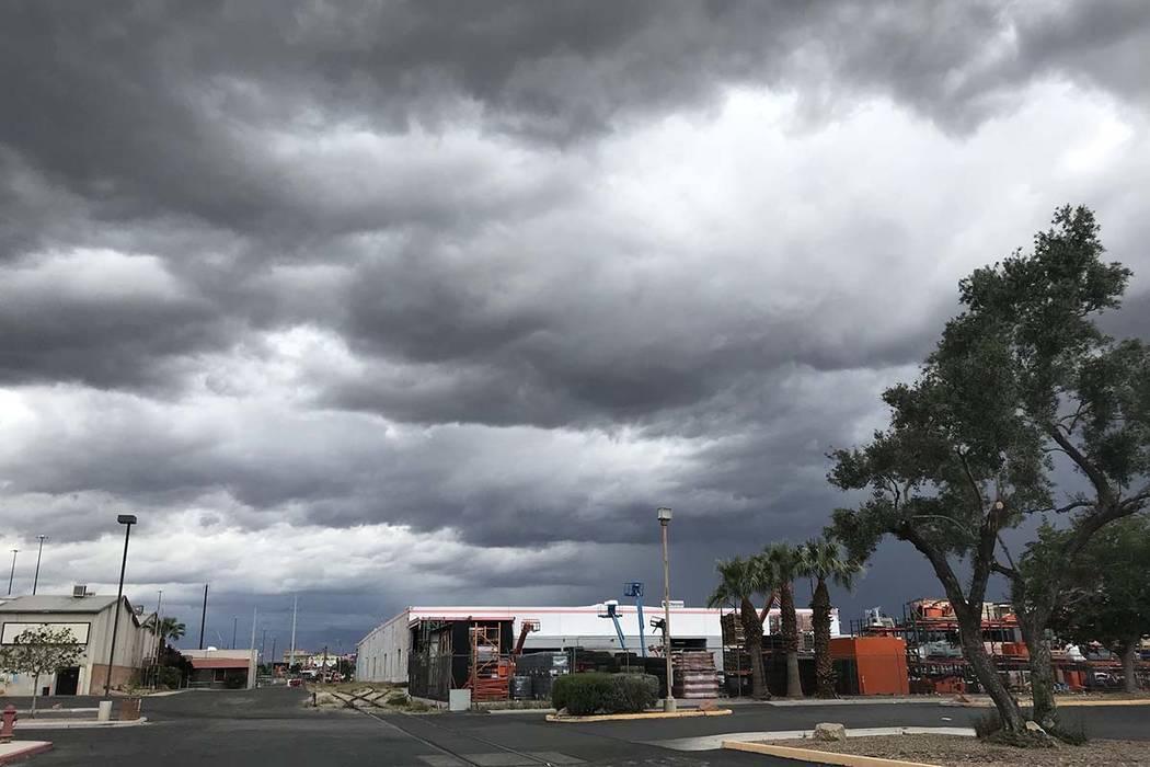 Severe weather moves into Las Vegas Valley, April 29, 2019. (Blake Apgar/Las Vegas Review-Journal)