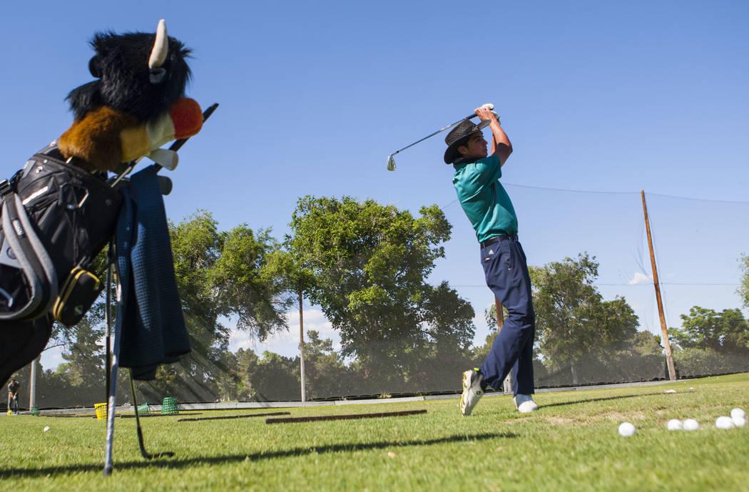 Western High School golfer Jared Smith at the driving range at Las Vegas Golf Club in Las Vegas ...