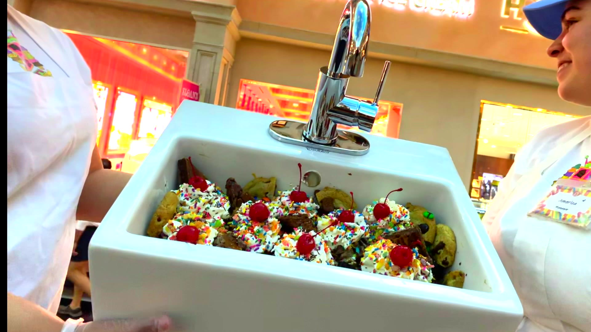Las Vegas Ice Cream Shop Offers Everything In The Kitchen Sink Video Las Vegas Review Journal