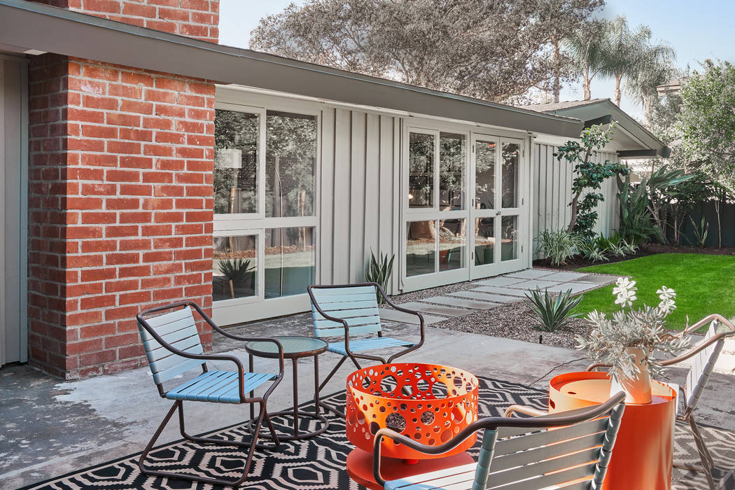 This midcentury ranch features Dunn-Edwards Play on Gray on the exterior and Blackjack trim. (B ...