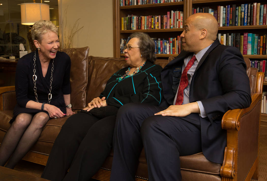 Retired KLAS-TV anchor Paula Francis, left, speaks with Carolyn Booker and her son, U.S. Sen. C ...