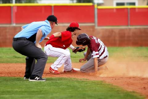 Arbor View's Garrett Cutting (7) tags out Cimarron-Memorial's Jackson Folkman (6) in the second ...