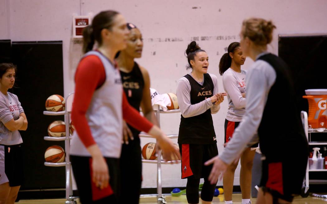 Las Vegas Aces guard Kayla McBride (21) center, encourages her teammates during practice at Cox ...