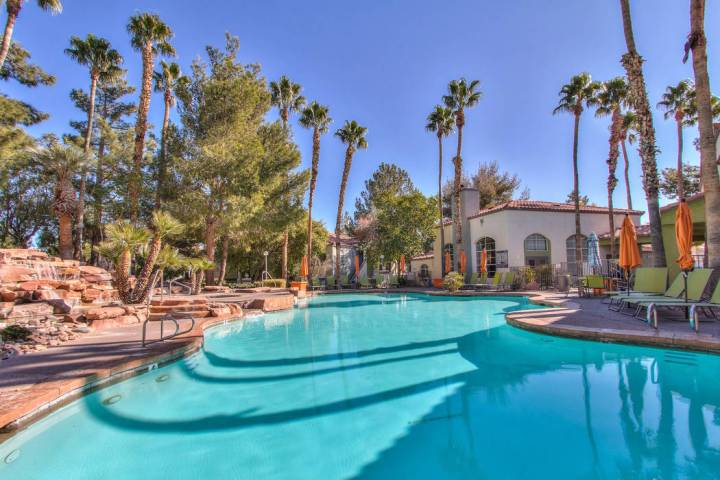Los Angeles-based TruAmerica Multifamily announced that it acquired the 368-unit Vintage Pointe ...