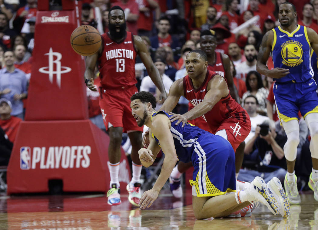 Golden State Warriors guard Klay Thompson, front left, flips the ball away from Houston Rockets ...