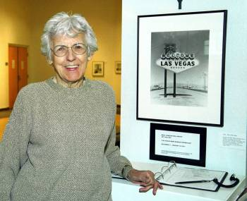 """""""Welcome to Las Vegas"""" sign designer Betty Willis poses with a photo of her sign at the West Ch ..."""