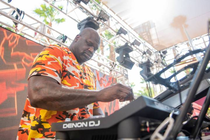 Shaquille O'Neal aka DJ Diesel, performs at Rehab Beach Club on Sunday, Aug. 5, 2018. (Karl Lar ...